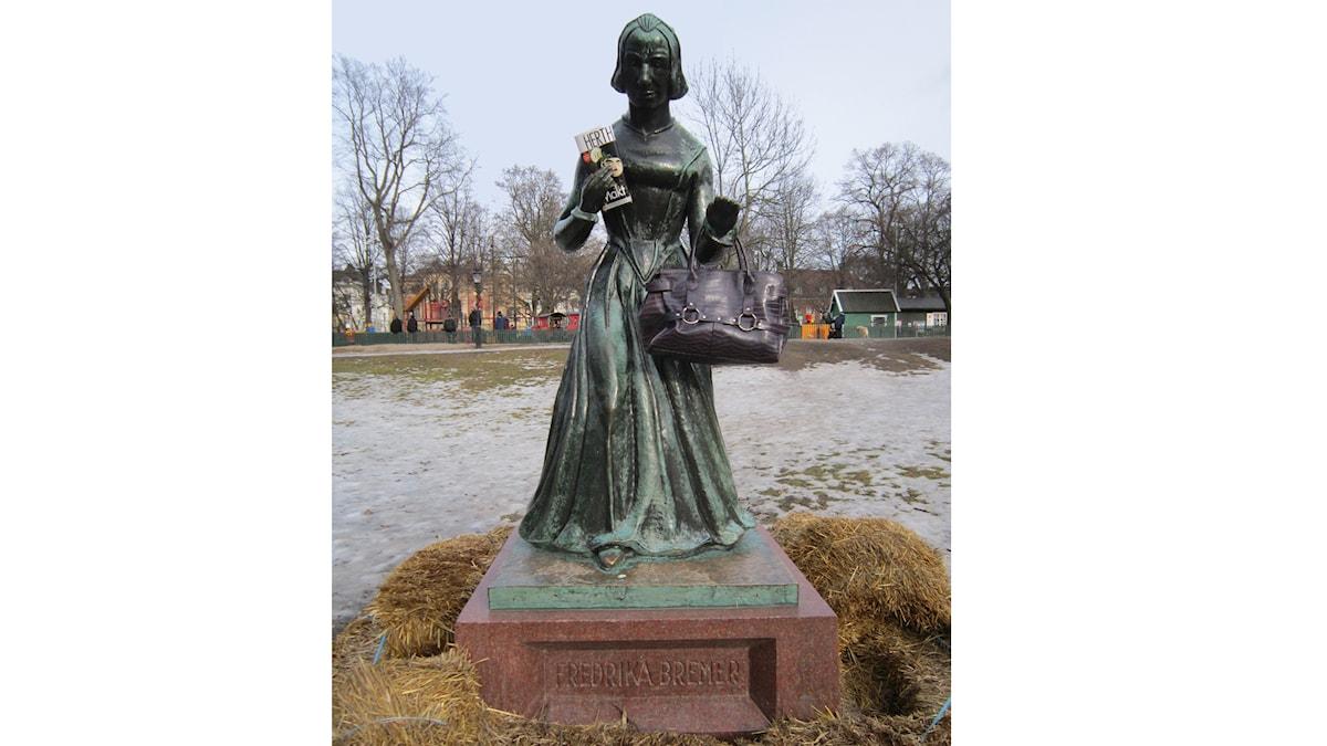 Fredrika Bremer-statyn i Humlegården i Stockholm. Foto: Ann Persson/Sveriges Radio