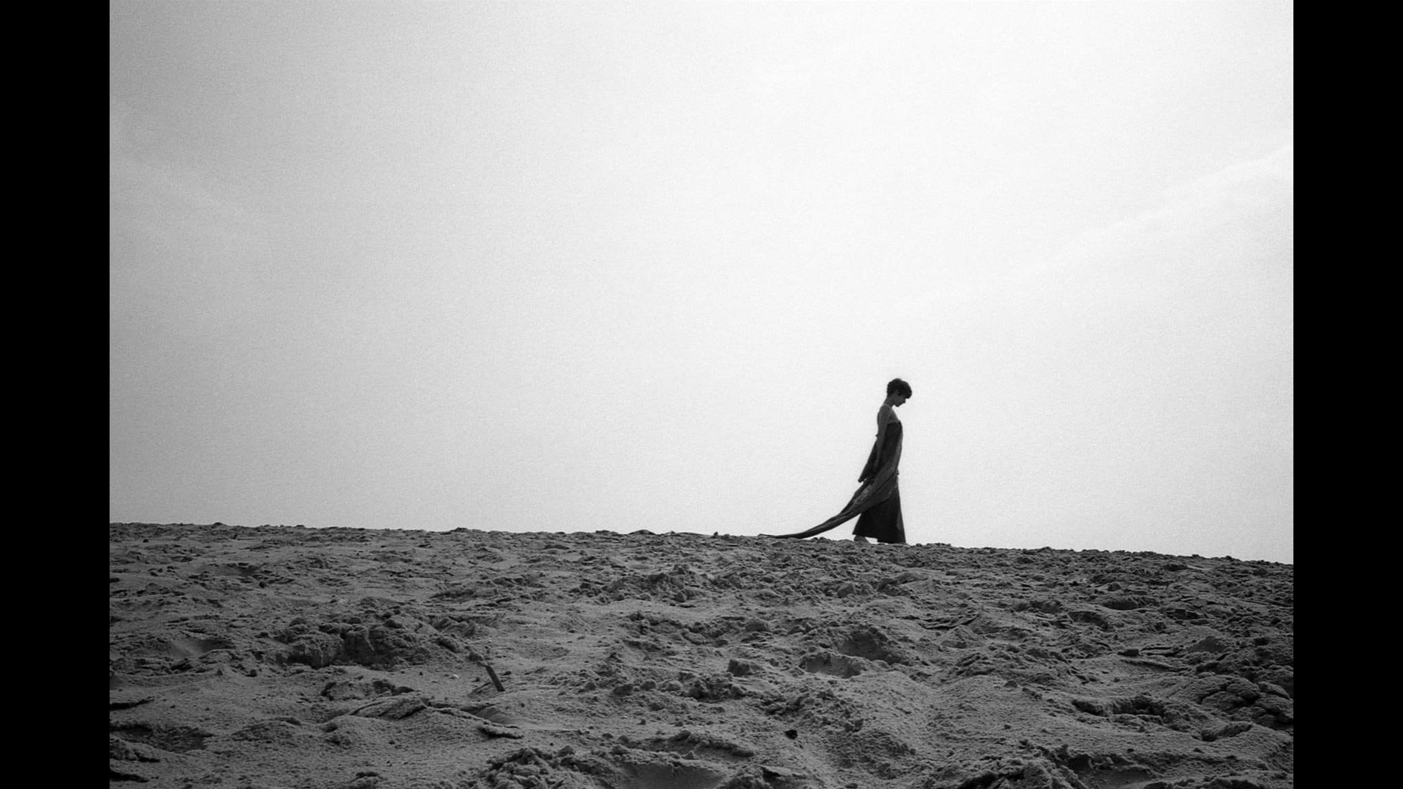 """Chloe Lévy från nya albumet """"Dust""""."""