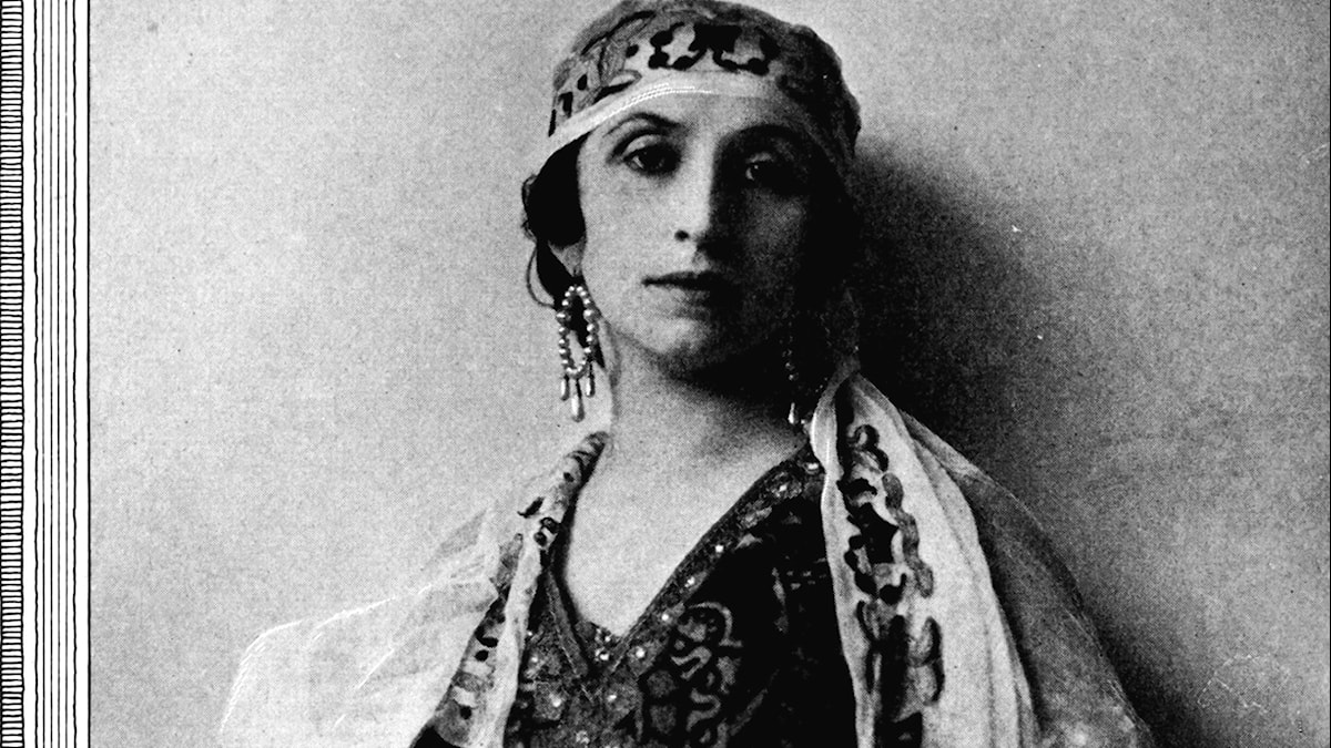 Amelita Galli Curci as Lakmé Victor Georg The Victrola book of the opera