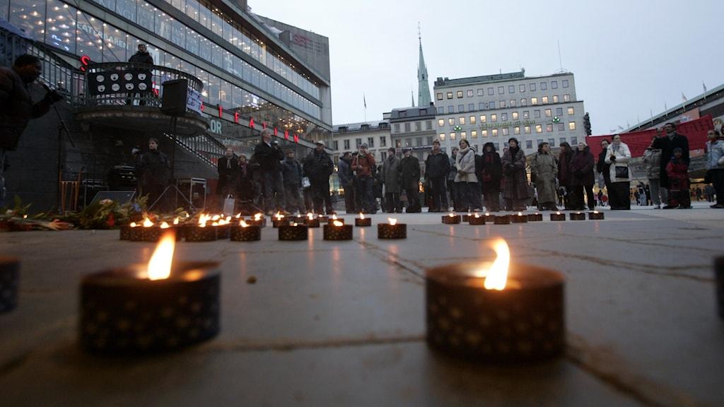 Manifestation på Sergels torg i Stockholm till minne av kvinnor som fallit offer för hedersrelaterat våld.