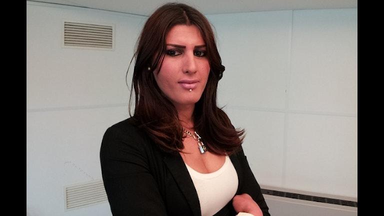 Sika Ary Ali, transsexuell, född som man men lever som kvinna. Foto: Besir Kavak, SR International