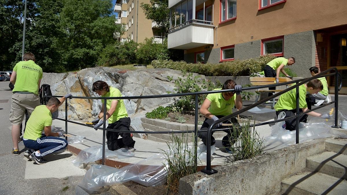 Ungdomar jobbar på sommaren.