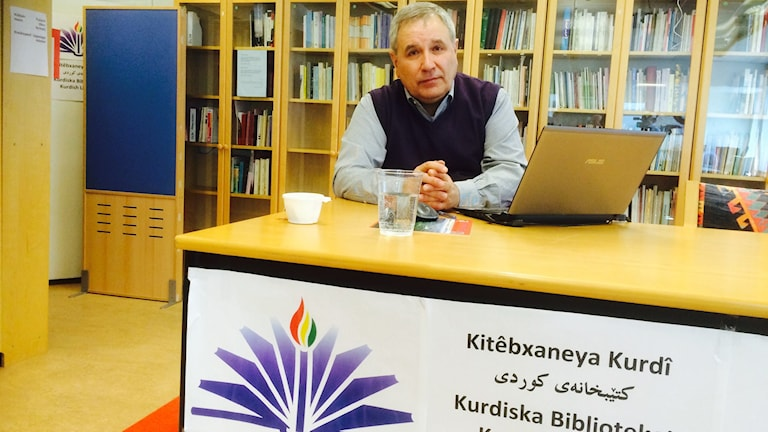 Rohat Alakom på Kurdiska Biblioteket. Foto: Besir Kavak, Sveriges Radio