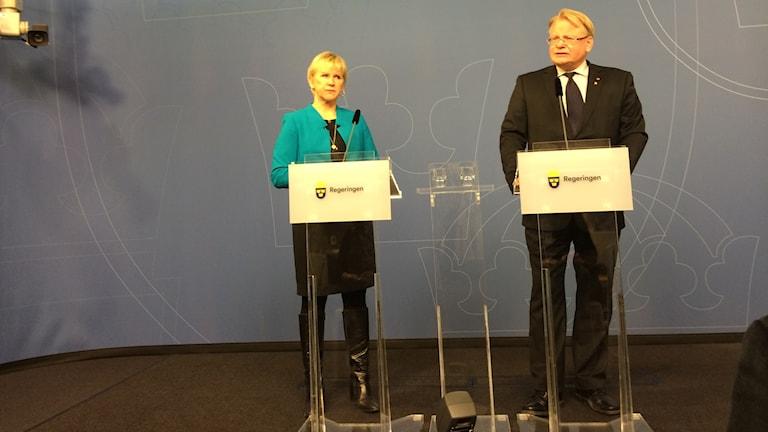 وەزیری دەرەوەی سوید مارگۆت ڤاڵستروێم  و پێتەر هولتکڤسیت. وێنە: شاهۆ موانی