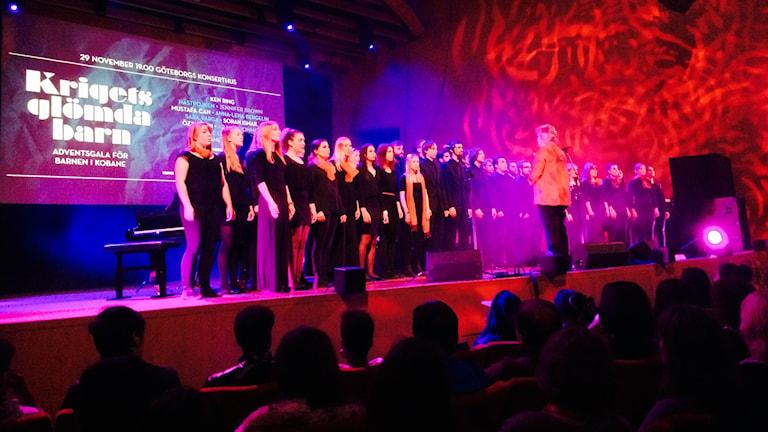Göteborgs ungdomskör på scenen för Krigets Glömda Barn. Foto: Besir Kavak, Sveriges Radio