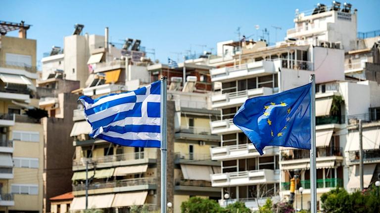 Grekisk och EU flagga. Foto: TT