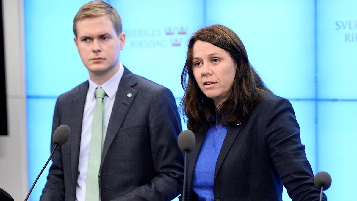 Gustav och Åsa - det är över nu.