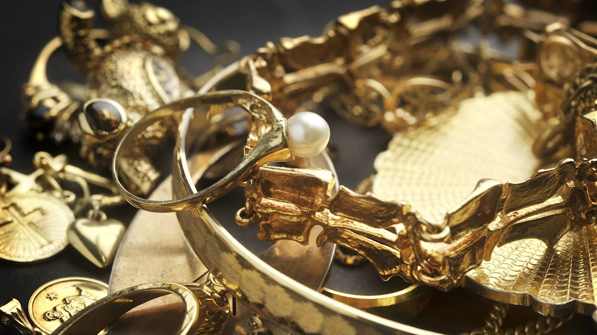 Bilden visar guldsmycken, ringar och armband. Foto: Staffan Löwstedt/SvD/TT.