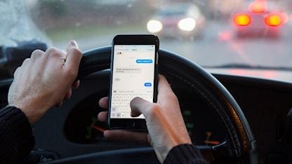 Användning av mobil i trafiken förbjuds