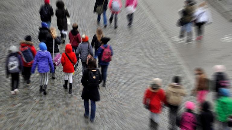 Zarokên dibistanê yên dehsalî.