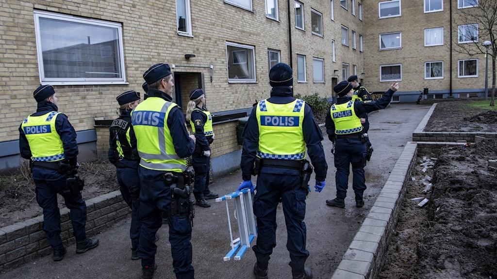 Poliser.
