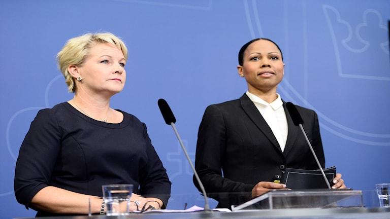 Hillevi Engström û Wezîra çand û pirsên demokrasiyê, Alice Bah Kuhnke.