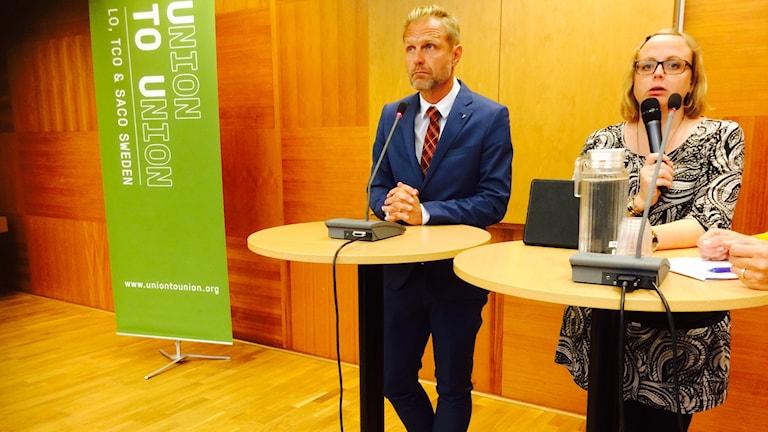 Jonas Nordling fr SJF och Maria Rönn fr Lärarförbundet på Union To Unions möte.