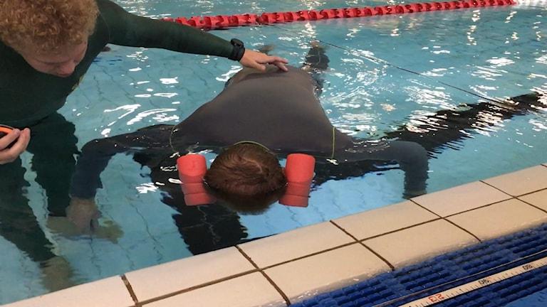Valdemar Karlsson håller andan under vattnet