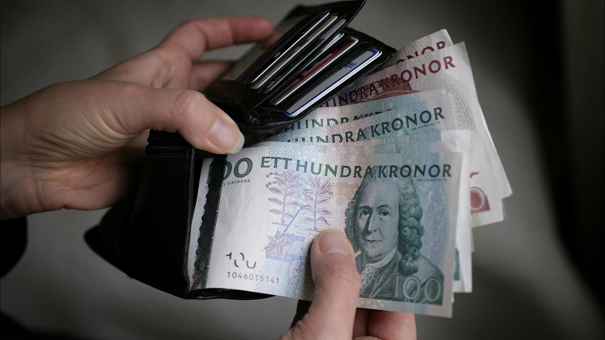Polîsan heta niha êri?karên Malmö negirtine. Yê dixwaze dikare heta dawiya mehê sedkronî û pêncsedkroniyên kevin li bankê vegerîne.