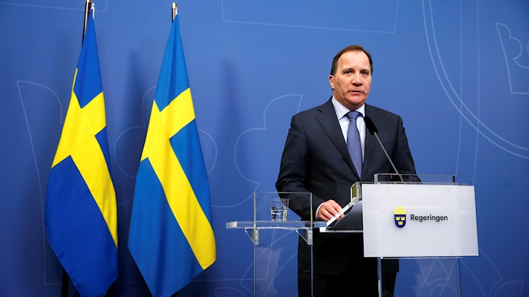 Serokwezîrê Swêdê Stefan Löfven di civîna  çapemenî de.