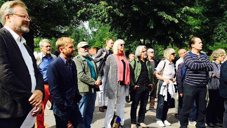 Journalister och författare i manifestation utanför turkiska ambassaden i Stockholm.