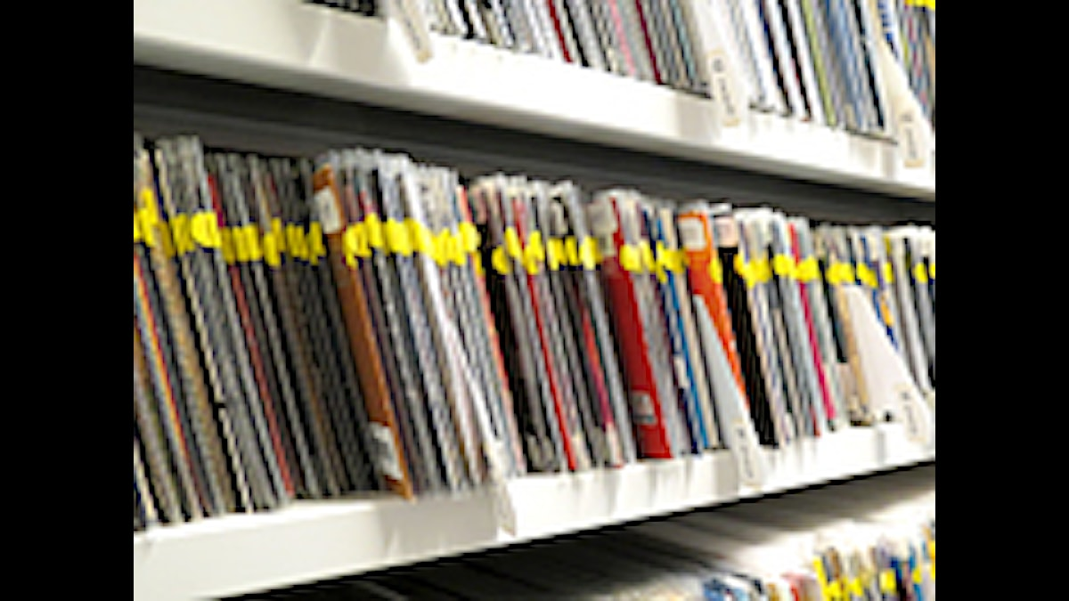 CD-skivor på hylla. Foto: Mika Koskelainen/Sveriges Radio