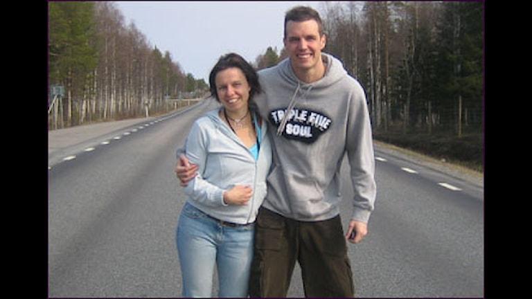 Lena Callne och Jon Kärneskog på väg.