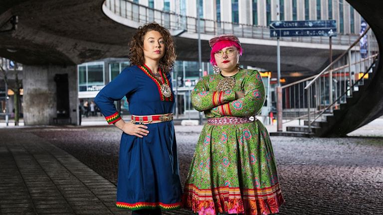 Sameradiopodden med Merethe Kuhmunen och Monica Andersson/ Sameradion Sveriges Radio.  Foto: Mattias Ahlm/Sveriges Radio