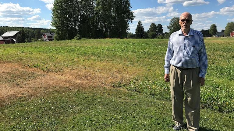 Projektledaren Lars Vesterlund framför platsen som ska grävas ut.