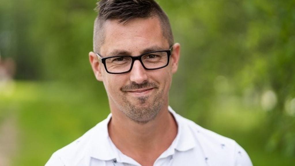 Daniel Johansson är distriktsordförande för Vänsterpartiet i Västerbotten och ersättare för Landspartiet svenska samer i Sametinget.