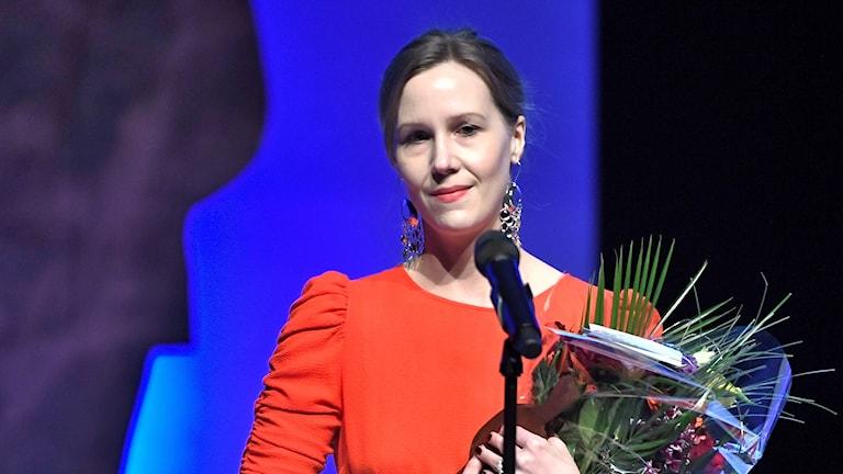 """Linnea Axelsson fick priset för årets Svenska skölitterära bok """"Aednan"""" vid  Augustpriset 2018 i Konserthuset."""