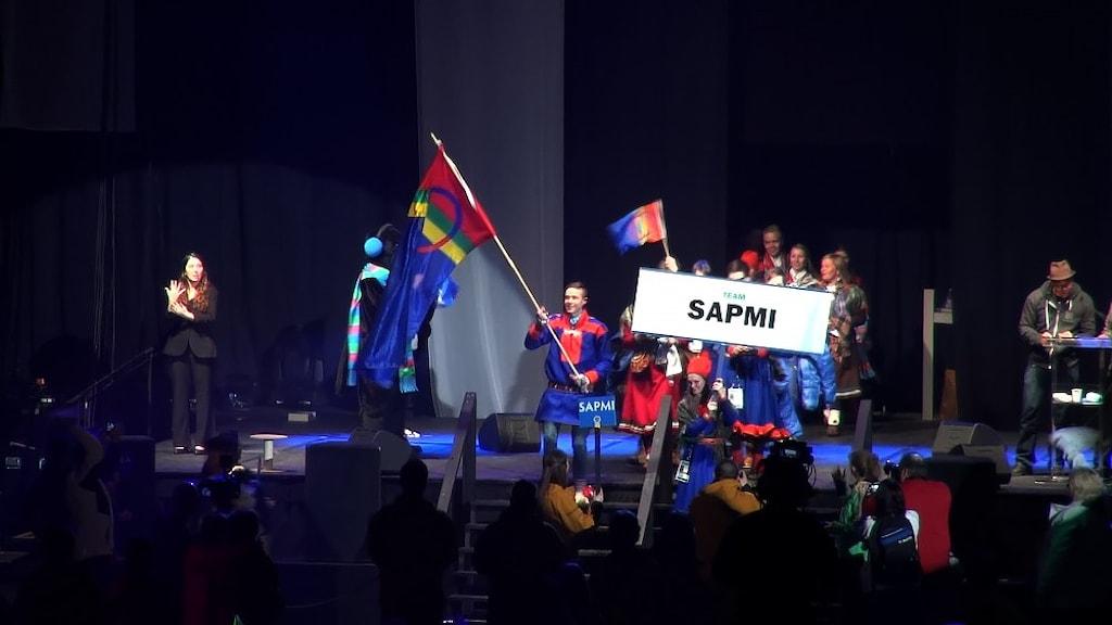 Team Sápmi vid invigningen av AWG, Arctic Winter Games, i Fairbanks, Alaska 2014.