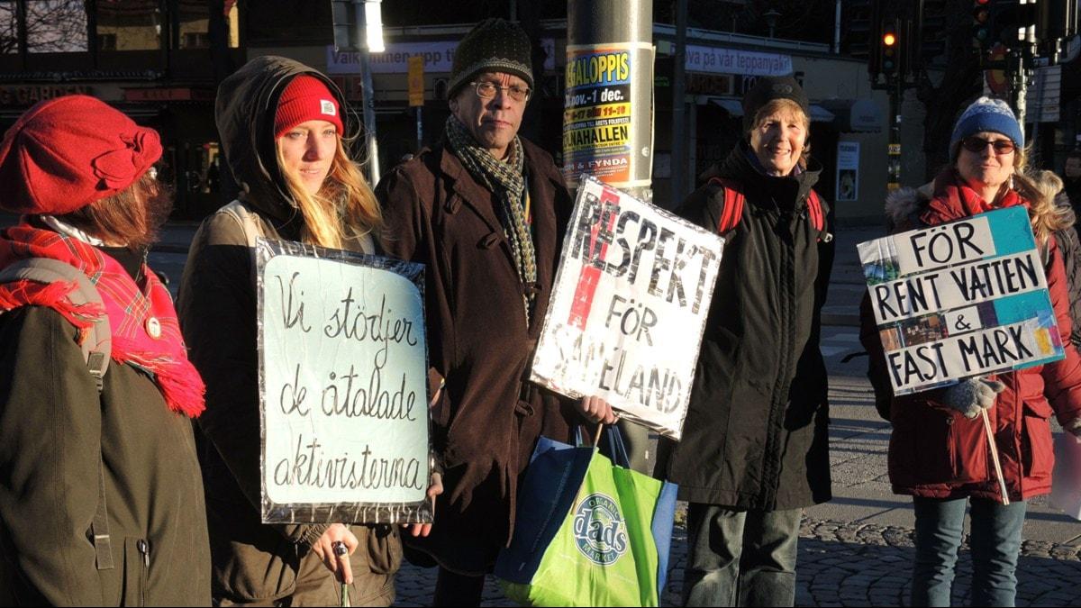 Manifestation i Stockholm till stöd för de åtalade Kallak-aktivisterna. Foto: Olle Kejonen / SR Sameradion
