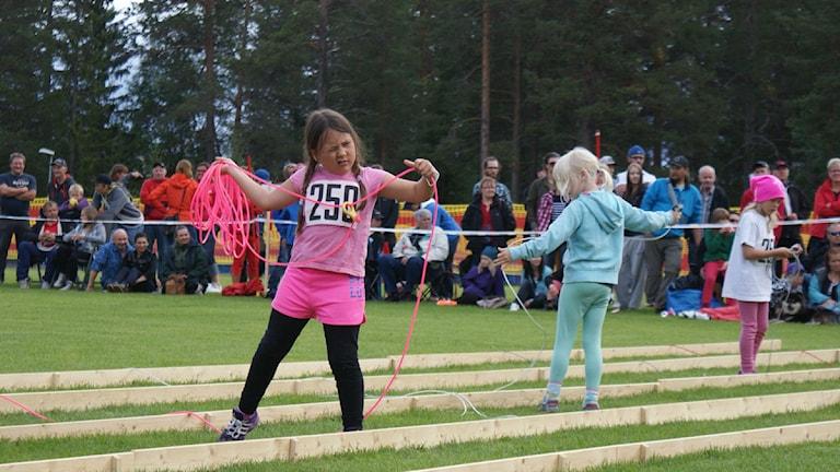 Same-SM i Arvidsjaur, det krävs att man siktar. Här Saga Maria Nutti i klassen flickor 9 år.