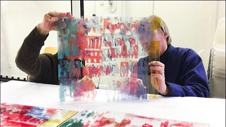 Hiroshi Maruyama, hedersprofessor vid Uppsala universitet och forskar om Ainofolket och konstnären Tomas Colbengtson