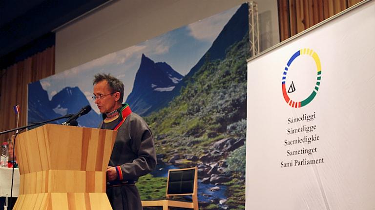 Sametingets plenum i Åre, maj 2014: Håkan Jonsson, Jakt- och Fiskesamerna i talarstolen. Foto: Marie-Louise Niia/ SVT Sápmi och Sameradion