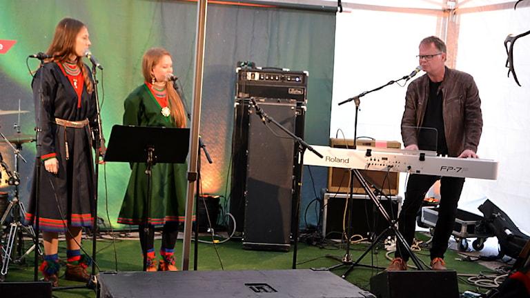 Katarina Barruk, Marja Helena Fjellheim Mortensson och Frode Fjellheim. Foto: Marica Blind/SR Sameradion & SVT Sápmi