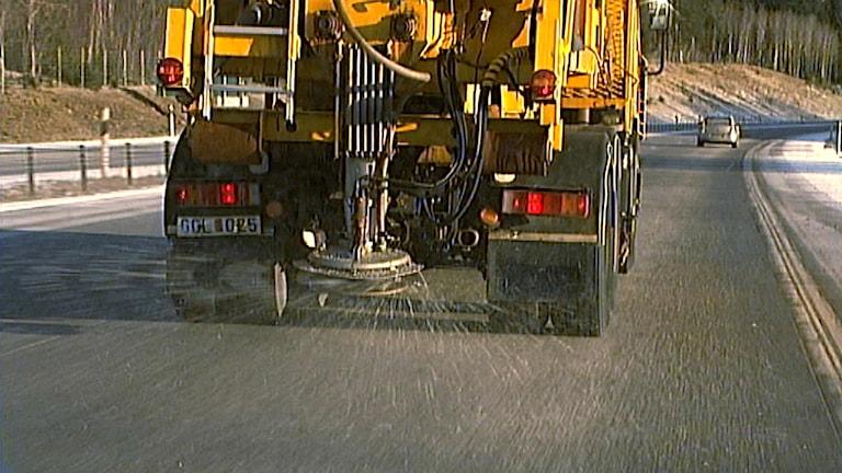 Saltning av väg. Foto: SVT