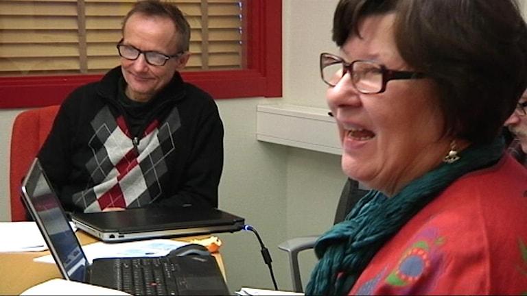 Håkan Jonsson och Ingrid Inga på styrelsemöte. Foto: Stefan Karlsson/SVT Sápmi