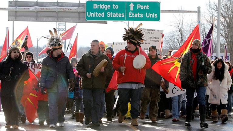 Vägblockad under Idle no more-demonstrationerna 2013 i Kanada.  Foto: Fred Chartrand/ AP/TT
