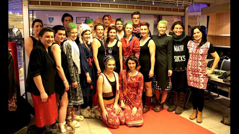 2014 års Sámi fashion weeks deltagare. Foto: Susanne Hætta