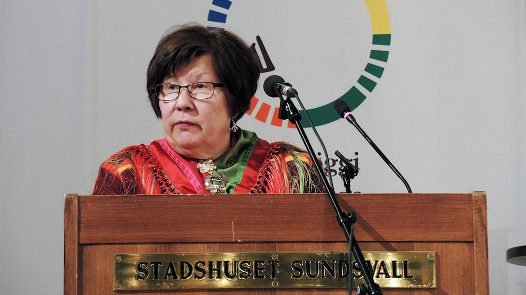 Samelandspartiets Ingrid Inga vid Sametingets plenum i Sundsvall 2015. Foto: SR Sameradion