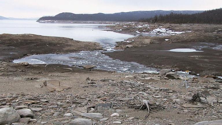 Vy över platsen vid Silbojokk. Fotot finns med i rapporten från 2005 taget innan undersökningarna 2004-2005. Foto: Norrbottens Museum