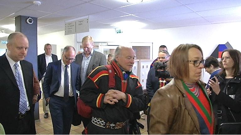 På väg in på rättegången. Foto: Thommy Johansson/ SVT Nyheter Norrbotten