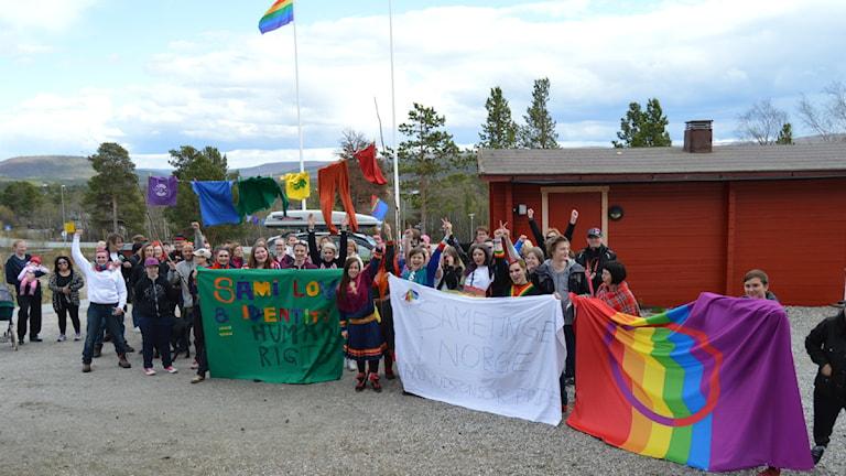 En del av Sápmi Pride tåget. Foto: Merethe Kuhmunen