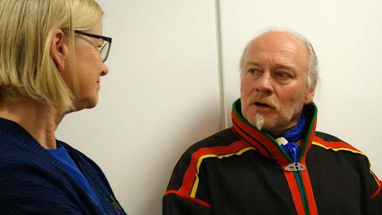 Matti Berg och JK Anna Skarhed under Girjasrättegången i Gällivare tingsrätt. Foto: David Rydenfalk/ Sameradion & SVT Sápmi.