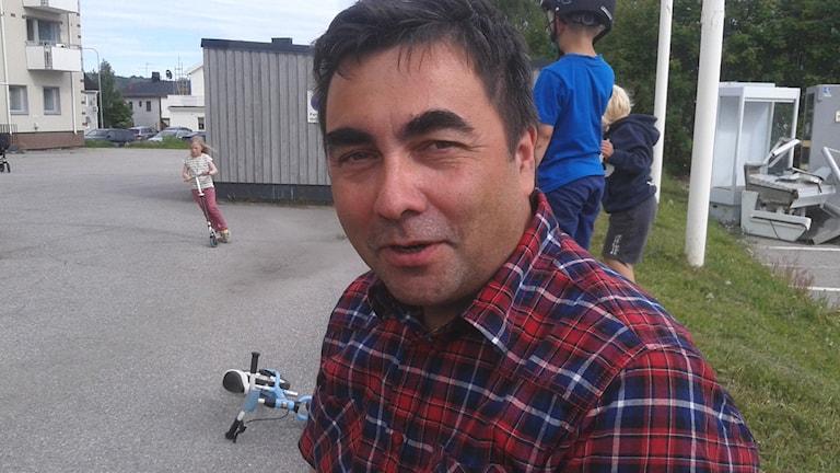 Per Jonas Parffa geasseládje Jåhkåmåhkes. FOTO: Nils-Henrik Sikku, Sameradion&SVT Sápmi