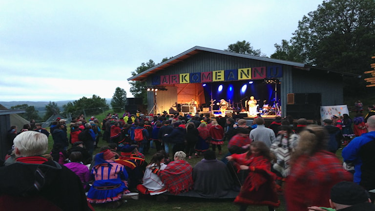 Publik på konsert Márkomeannu, 2015