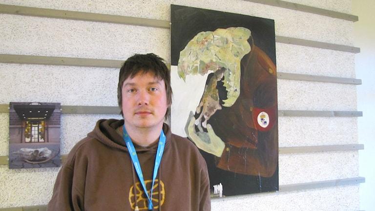 Anders Sunna, Konstutställning på Kiruna flygplats. Foto: Martina Söderlind Sameradion och SVT Sápmi