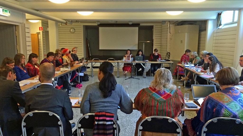 Mötet i Hemavan där Victoria Tauli Corpuz frågar ut bland annat sametingen. Foto: Anna Sunna/Sameradion & SVT Sápmi.  Foto: Anna Sunna/ Sameradion & SVT Sápmi