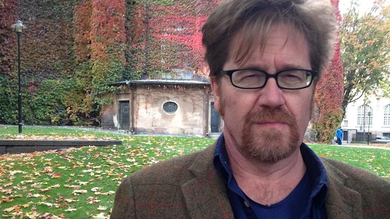 Peter Ericson, historiker, utanför Klara kyrka i Stockholm .