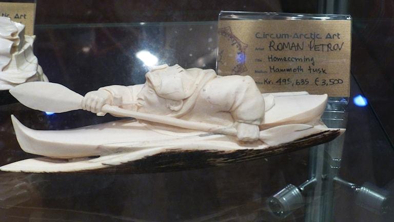 Skulptur av Roman Petrov. Foto: Per-Stefan Idivuoma