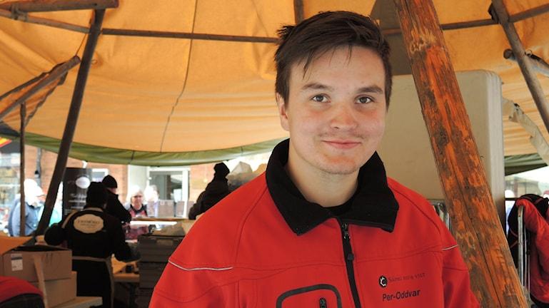 John-Mathis Länta säljer kött och fisk. Foto: Sameradion & SVT Sápmi