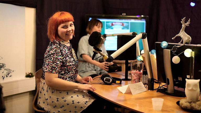 Merethe Kuhmunen är en av tre nominerade till Samiska journalistpriset. Bilden är från direktsändningen Sápmi hjälper-sändningen 2014. Foto: Sameradion & SVT Sápmi